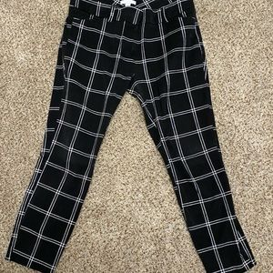 Black & white New York &company fitted ankle pants